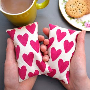 https://www.etsy.com/uk/listing/203268837/hand-warmers-heart-print?ref=shop_home_active_46